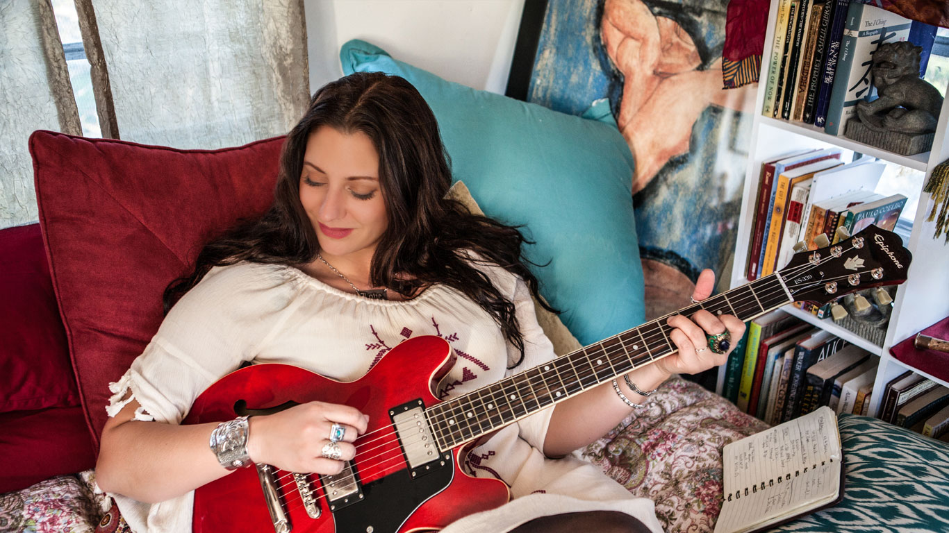 Wendy Colonna Bio
